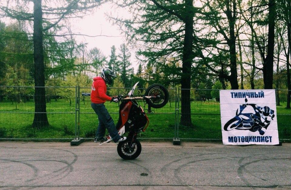 Автовернисаж на Неве 2015