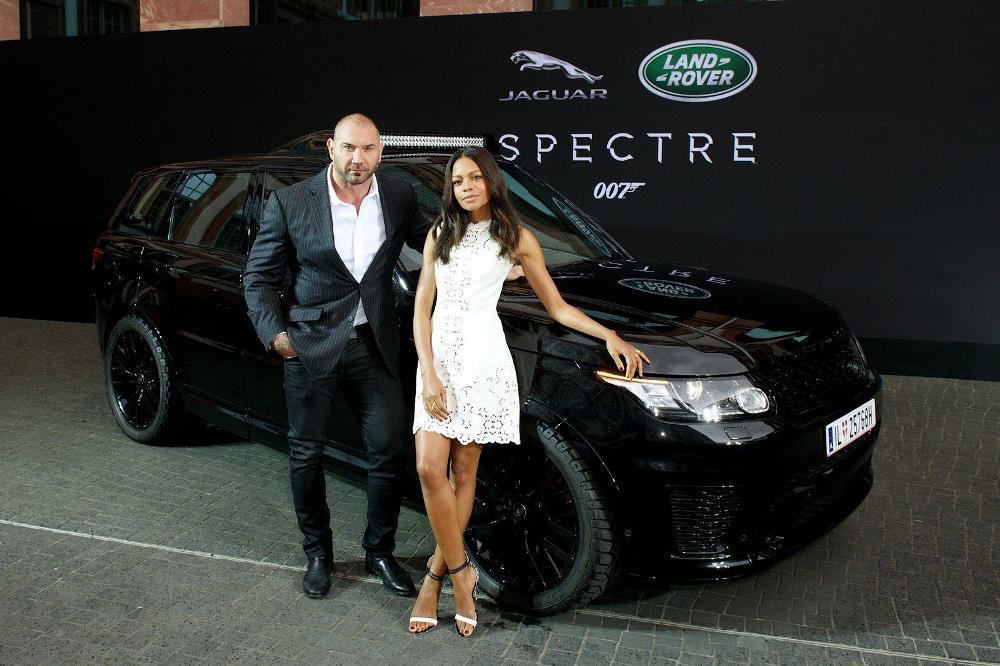 """Jaguar Land Rover провел показ машин новой """"бондианы"""""""