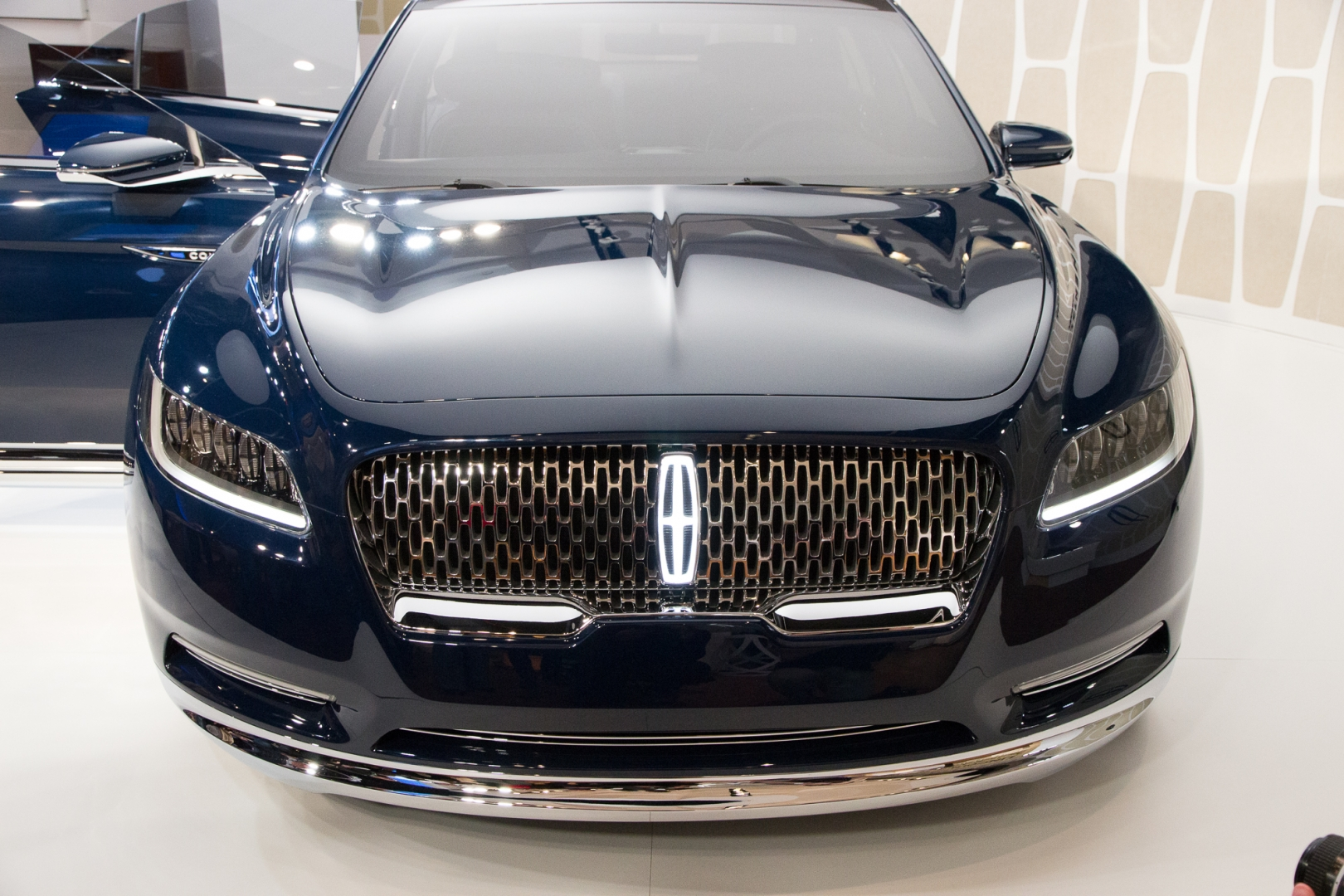 lincoln-continental-concept-unveiling-new-york-city-march-29-2015_100505990_h