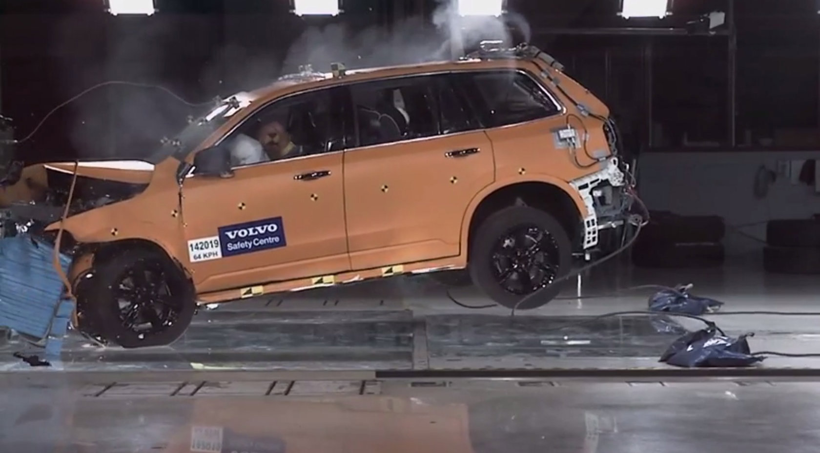 2015-volvo-xc90-crash-test-footage-reveals-a-very-tough-cookie-video-85756_1[1]