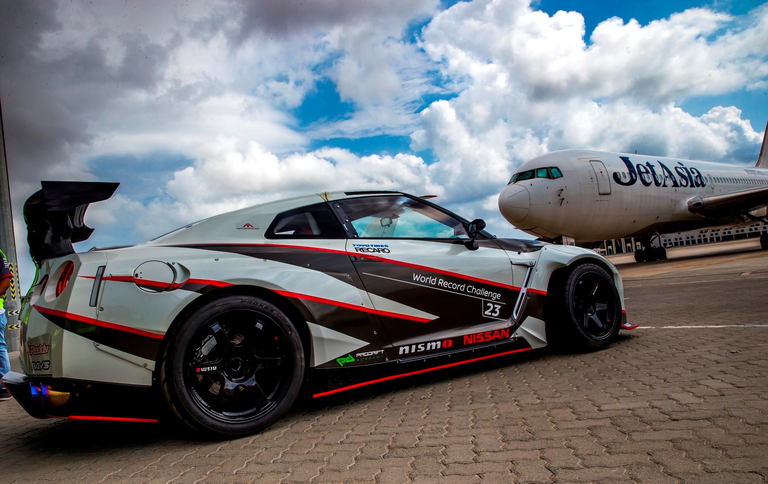 Nissan GT-R побил рекорд Гиннесса в номинации «Самый быстрый дрифт»