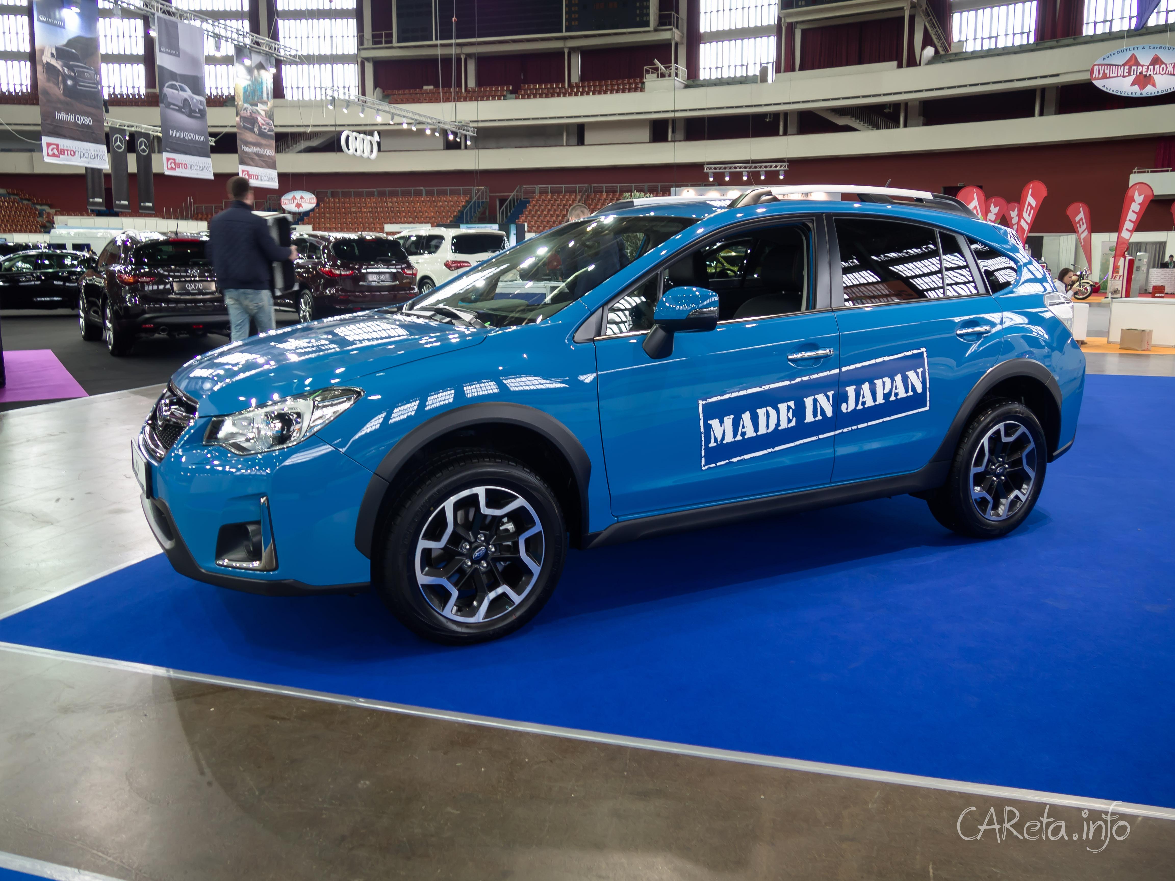 Мир Автомобиля-2016: парковка у гипермаркета