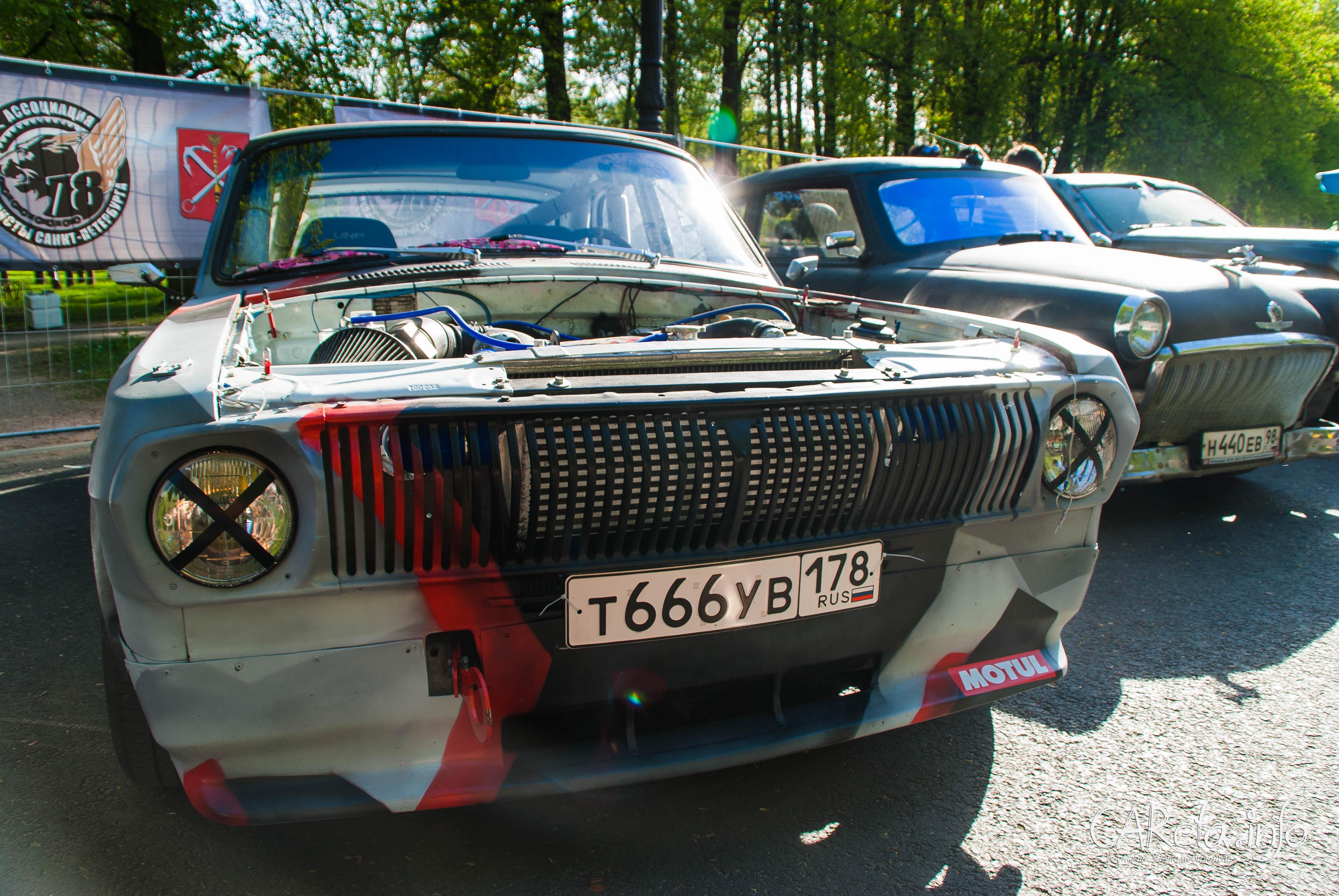 Автовернисаж на Неве-2016: лучше один раз увидеть