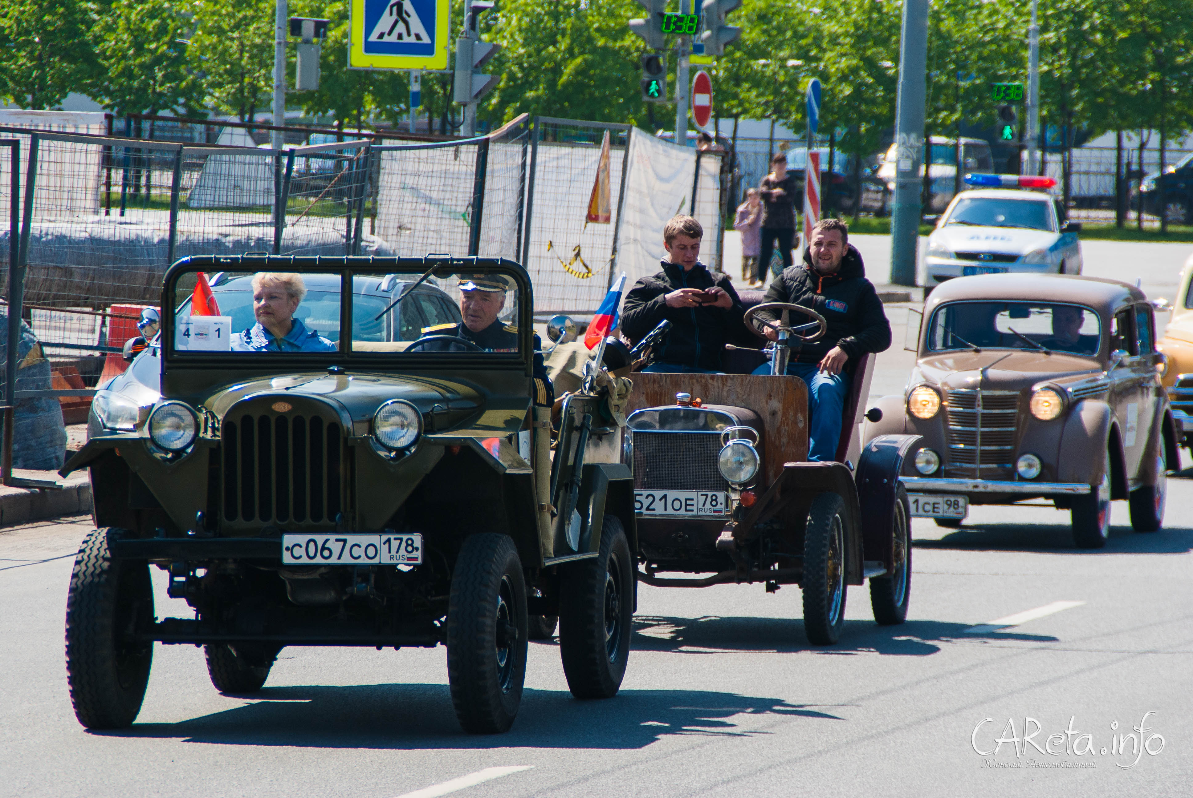 Парад ретро-транспорта в Петербурге: из прошлого в будущее
