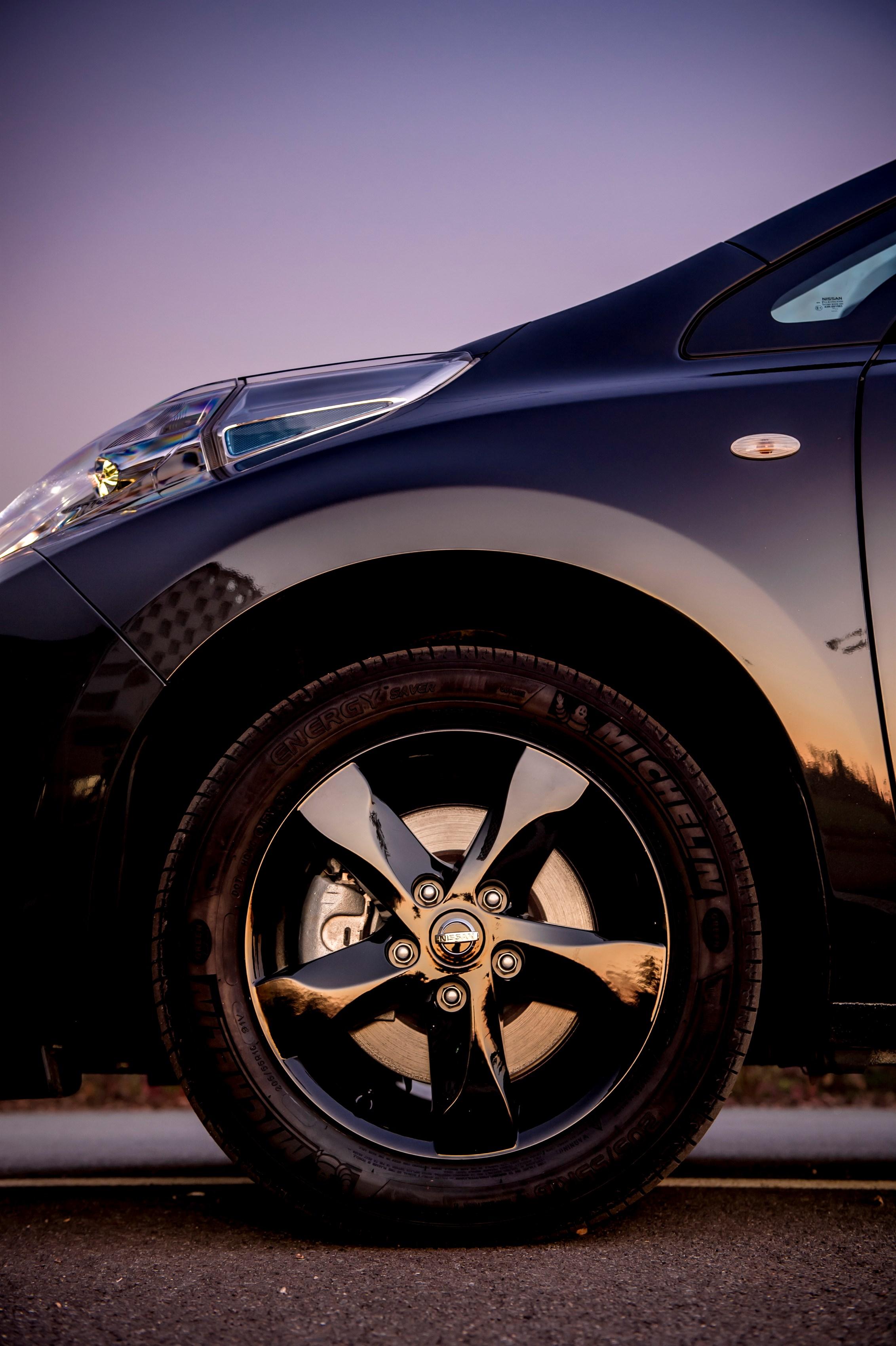 Nissan представляет LEAF Black Edition