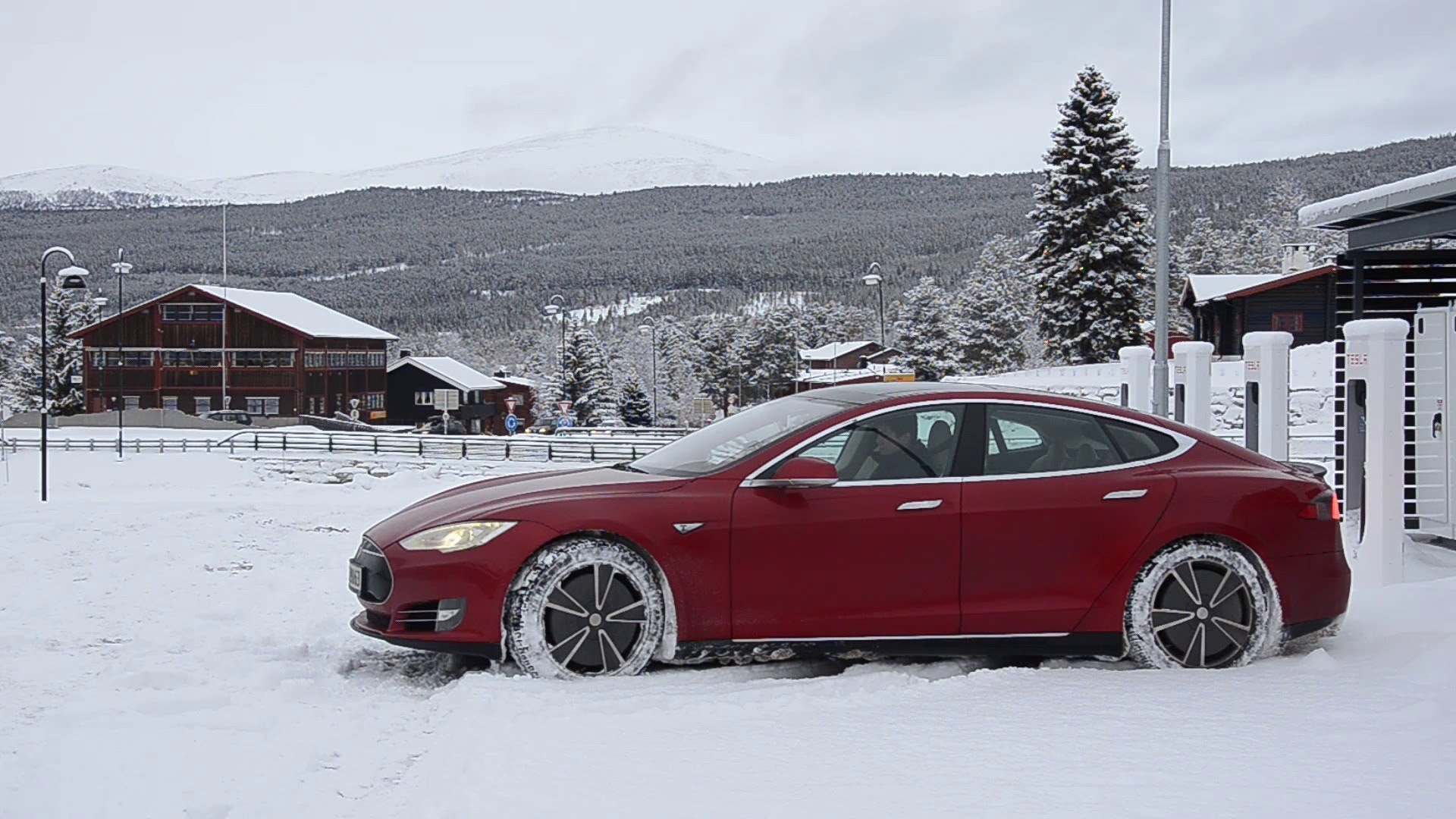 Tesla официально приедет в Россию