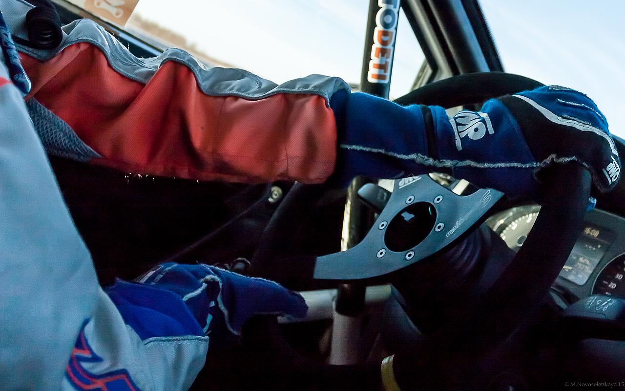 108 лет женщины гоняют на автомобилях