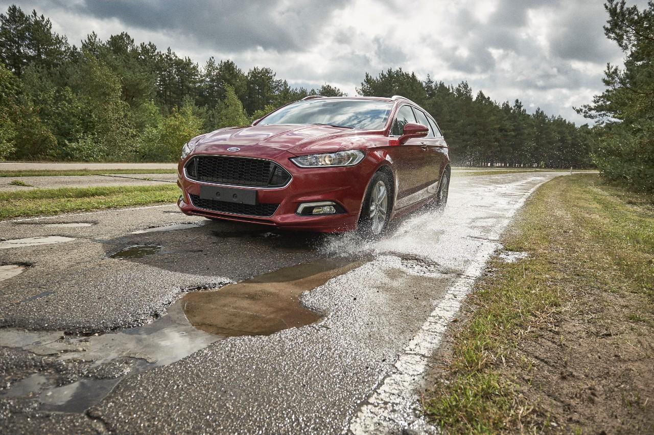 Проще предупредить, чем починить: Ford предупредит о ямах