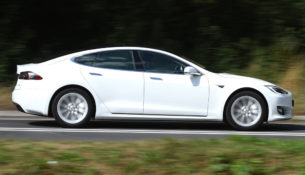 У Tesla проблемы с ручником