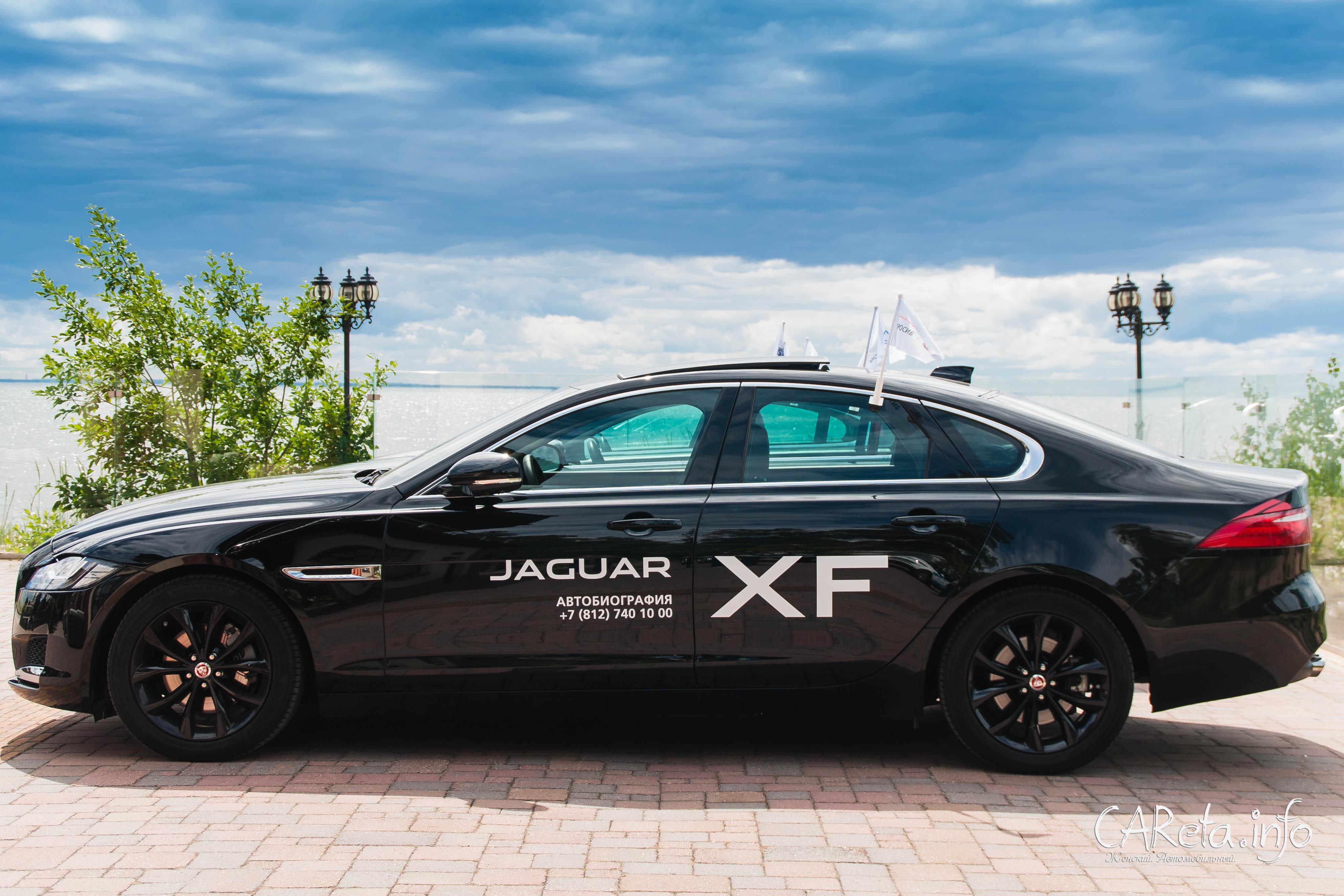 Что может быть лучше моря, девушек и Jaguar?