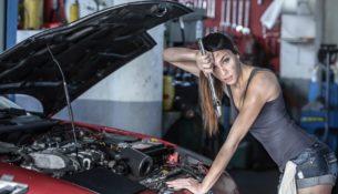 Женщина как покупатель подержанного автомобиля: кто она?