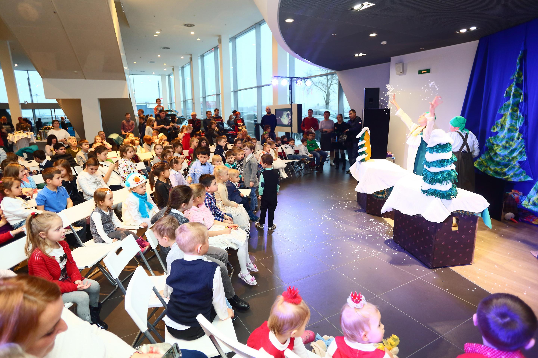 Ауди Центр Выборгский показал спектакль «Морозко»