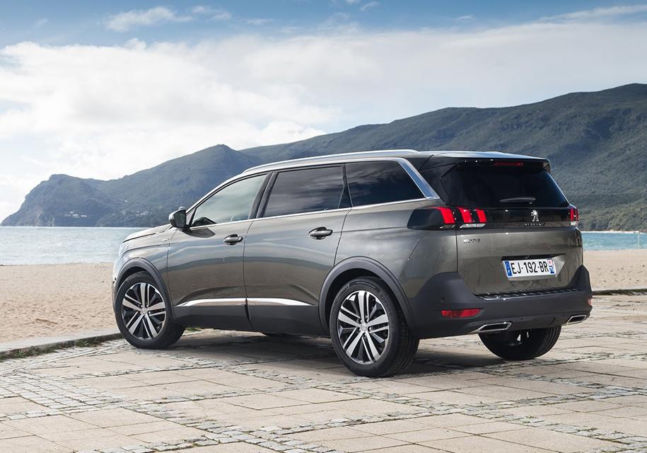 Объявлены российские цены на Peugeot 5008