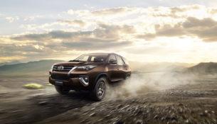 Toyota Fortuner с бензиновым двигателем - дешевле дизеля на 600 тысяч