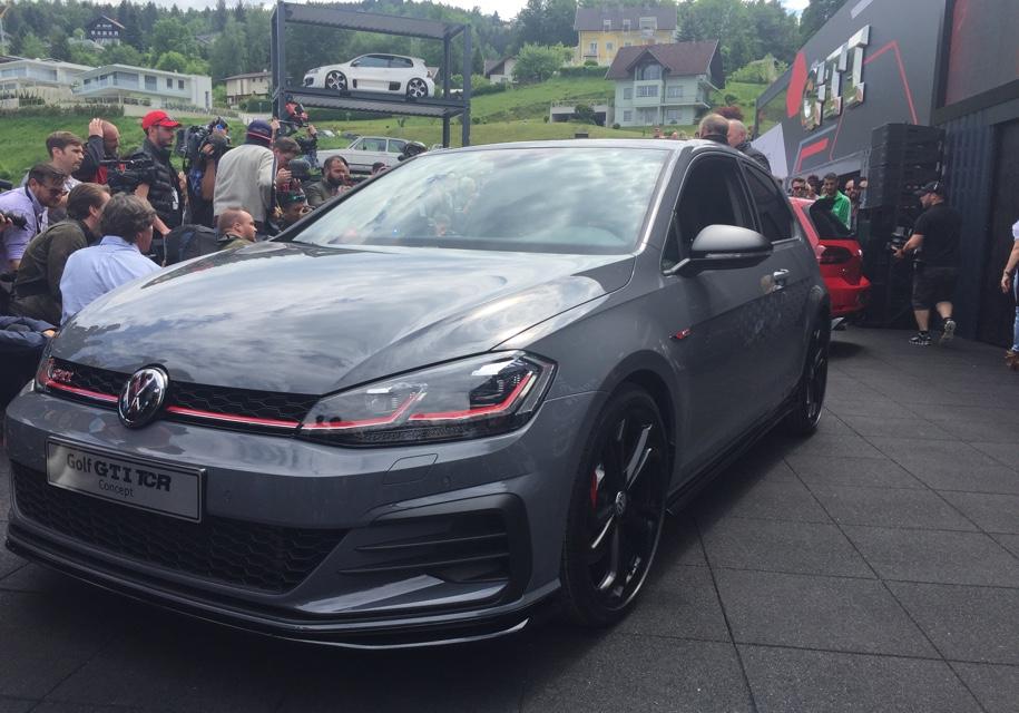 Самый быстрый VW Golf: фанатам показали GTI TCR