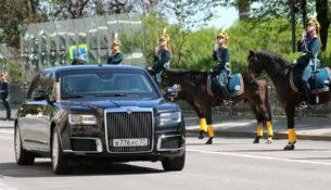 """""""Кортеж"""" выехал: показан новый лимузин Правительства"""