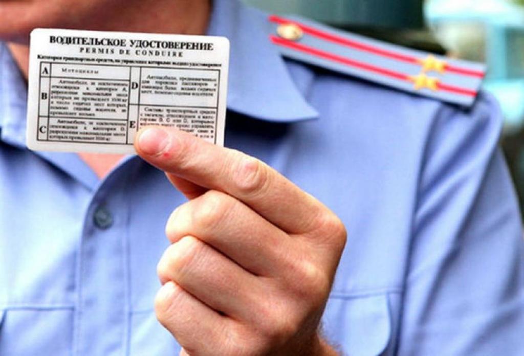 Срок действия водительских удостоверений продлят из-за коронавируса