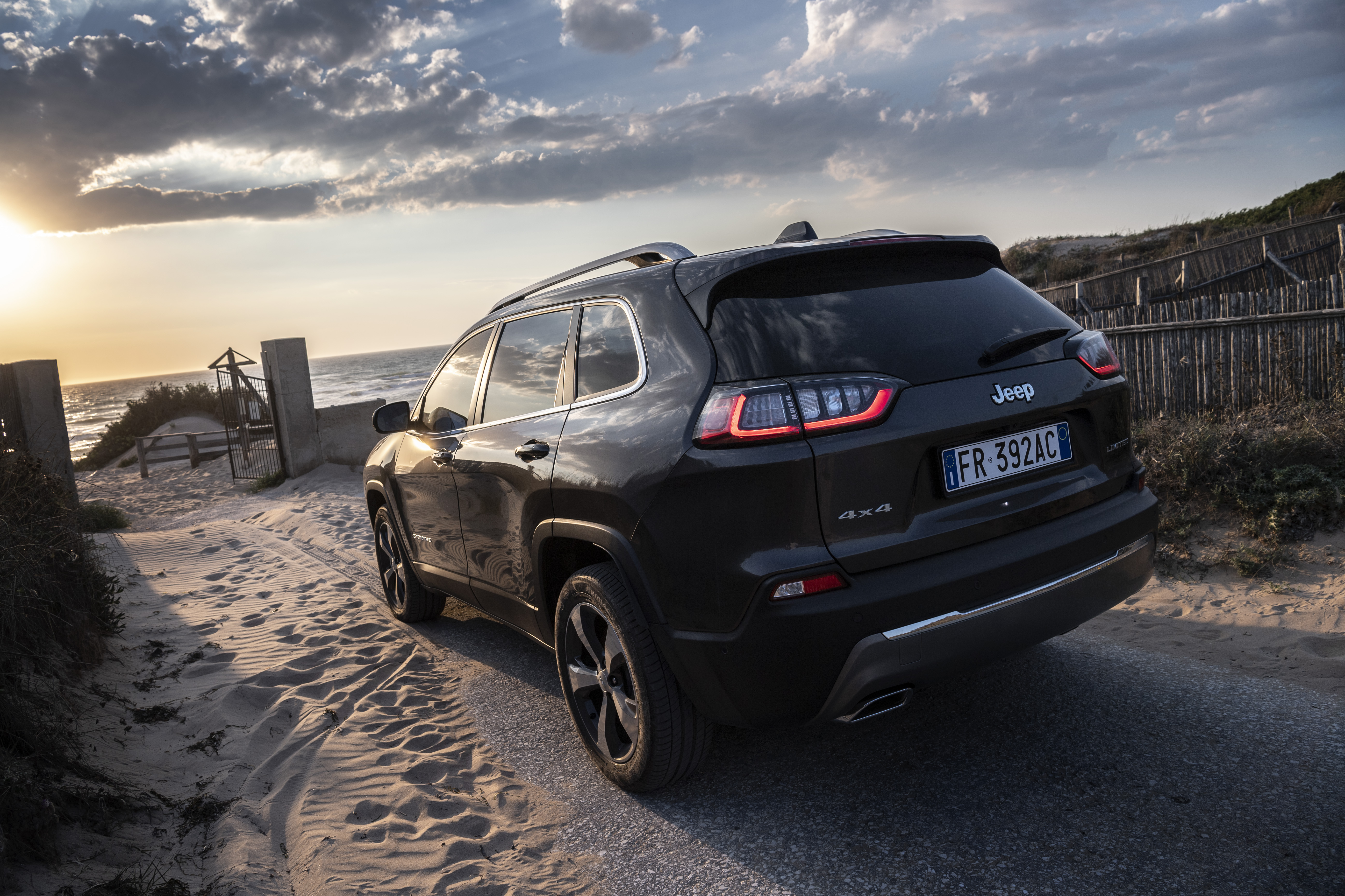 Новый Jeep Cherokee появится в России уже в этом месяце