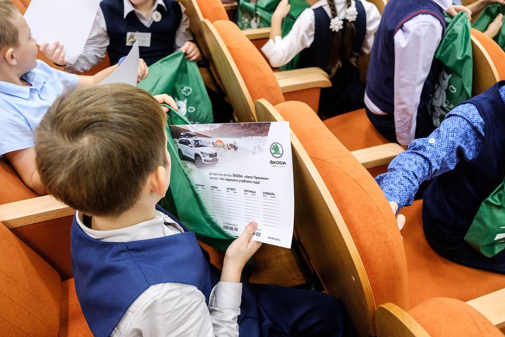 Авто Премиум провел уроки ПДД для школьников Петербурга