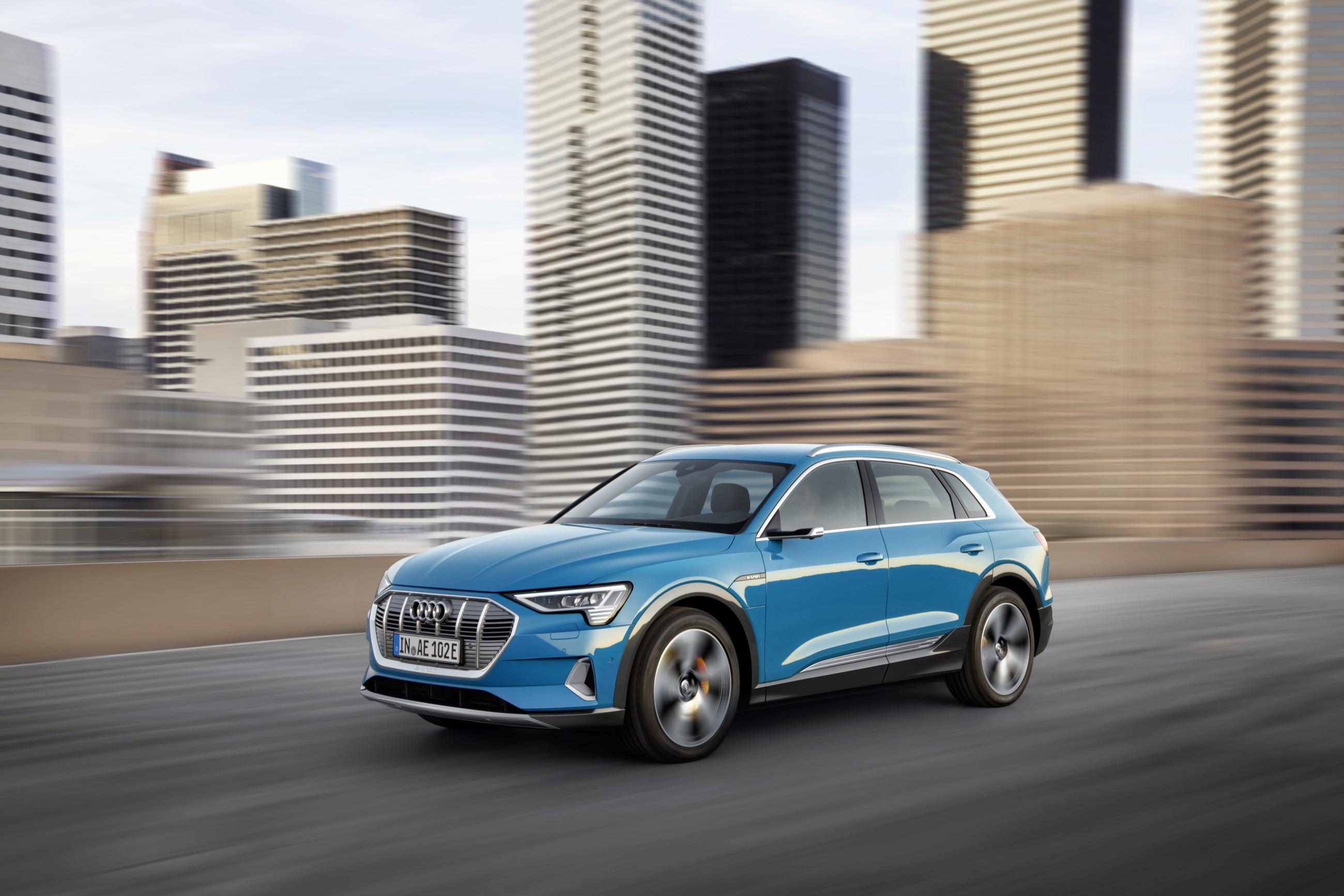 Audi представила миру кроссовер e-tron
