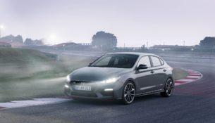 Hyundai рассекретила фастбек i30 до премьеры
