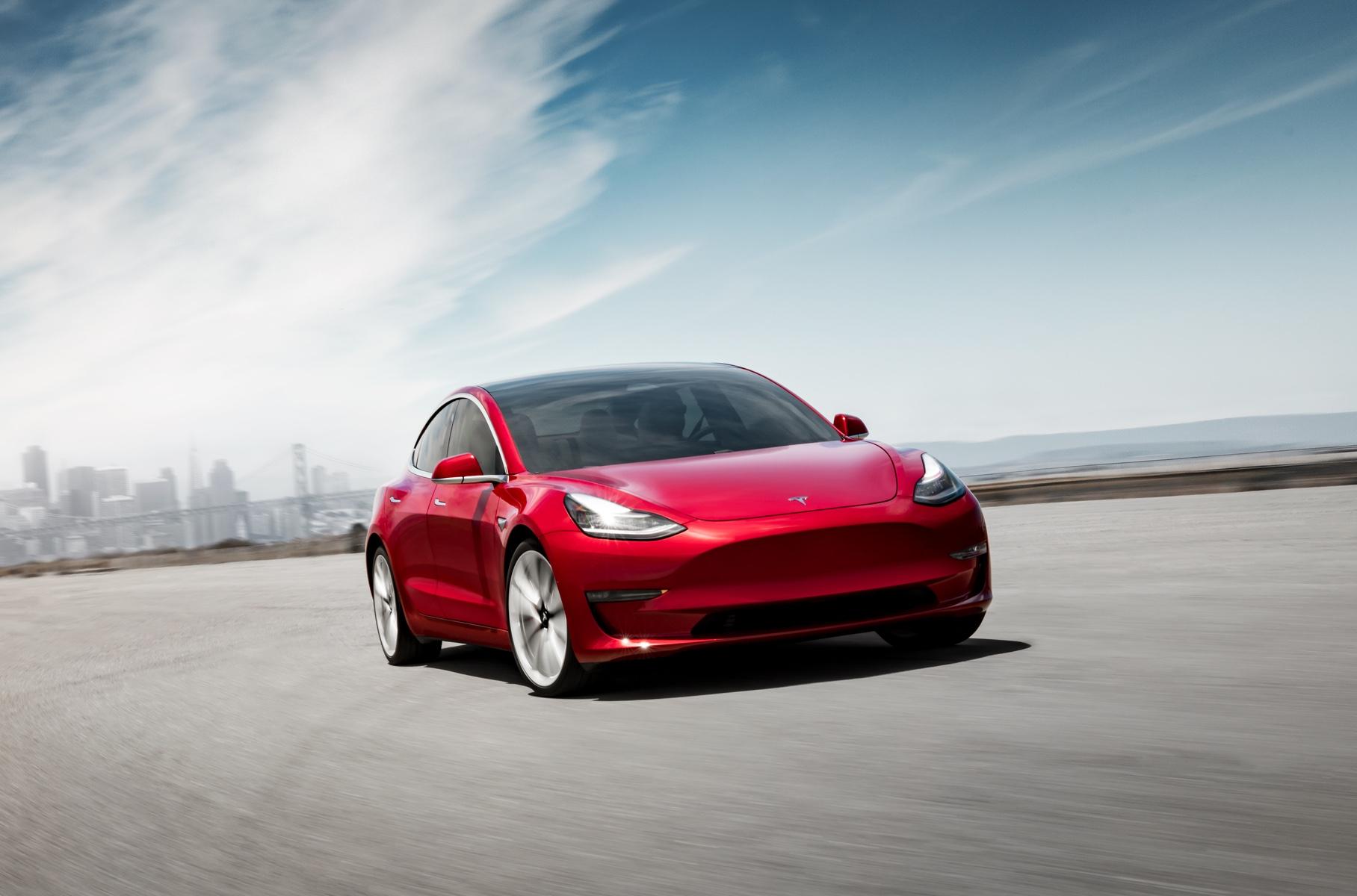 """Tesla Model 3 получила """"дешевую версию"""""""