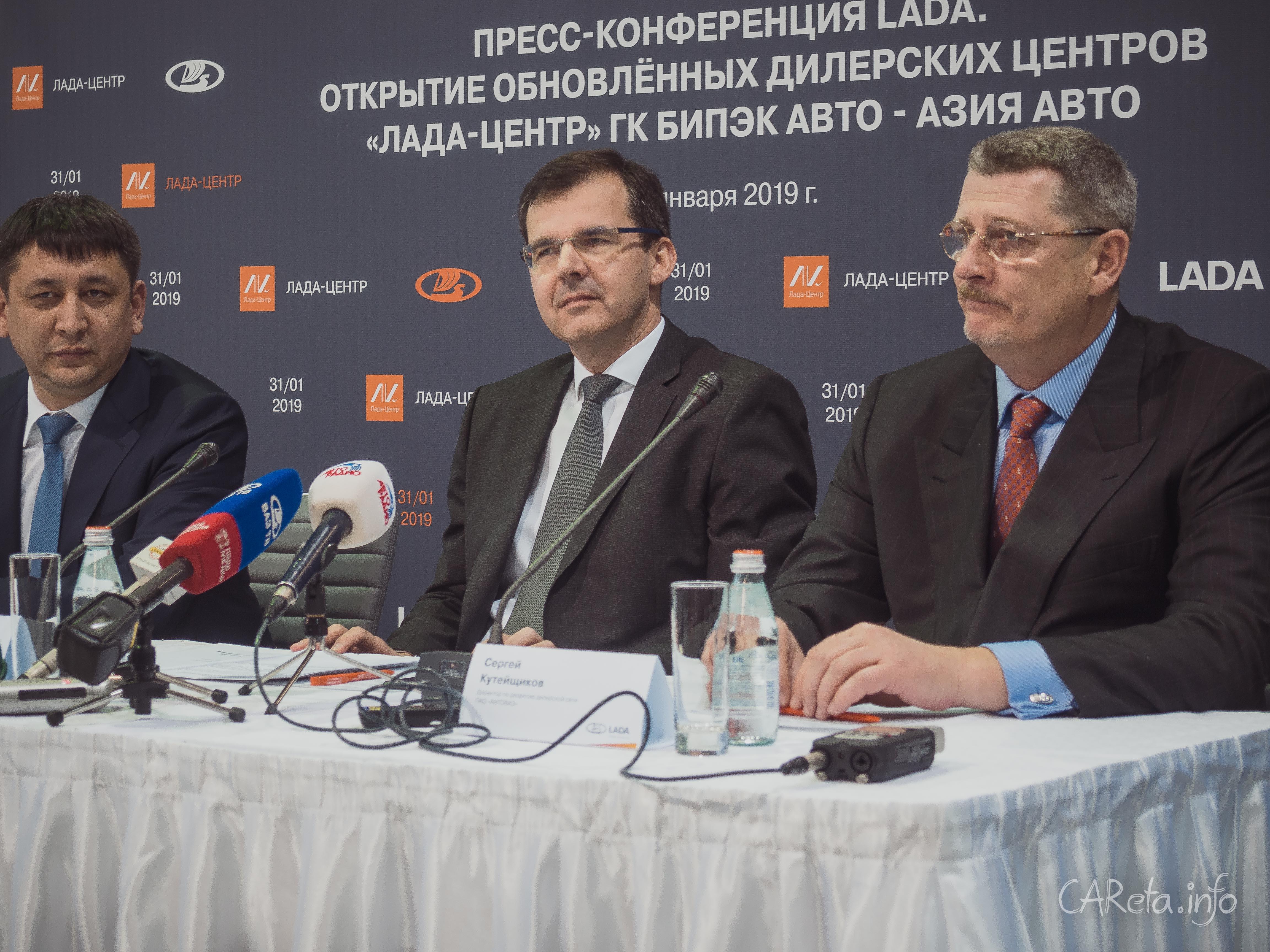 Президент АВТОВАЗа открыл обновленный дилерский центр LADA в Петербурге
