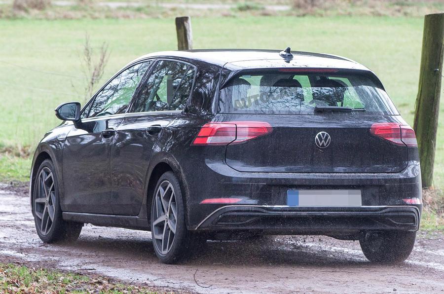 Новый VW Golf 8 попал на фотографии без маскировки