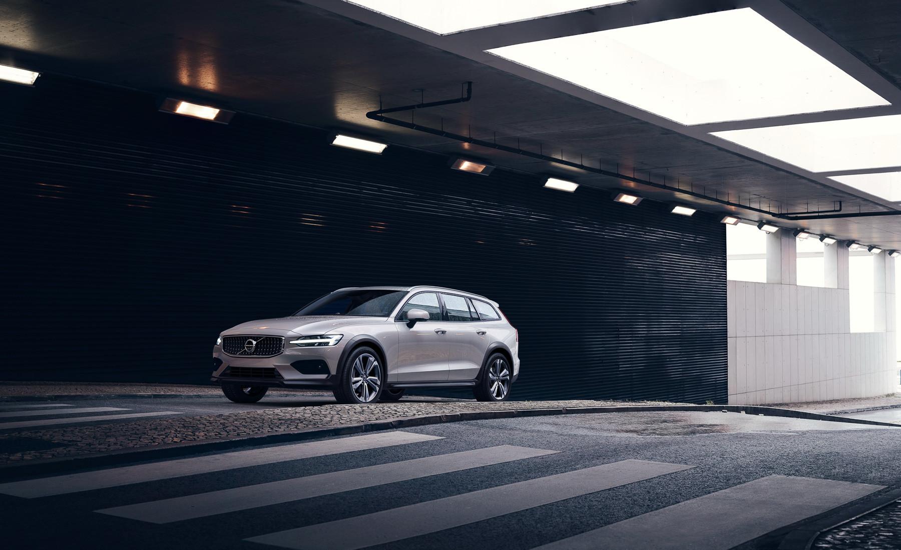 Volvo начинает продажи V60 Cross Country