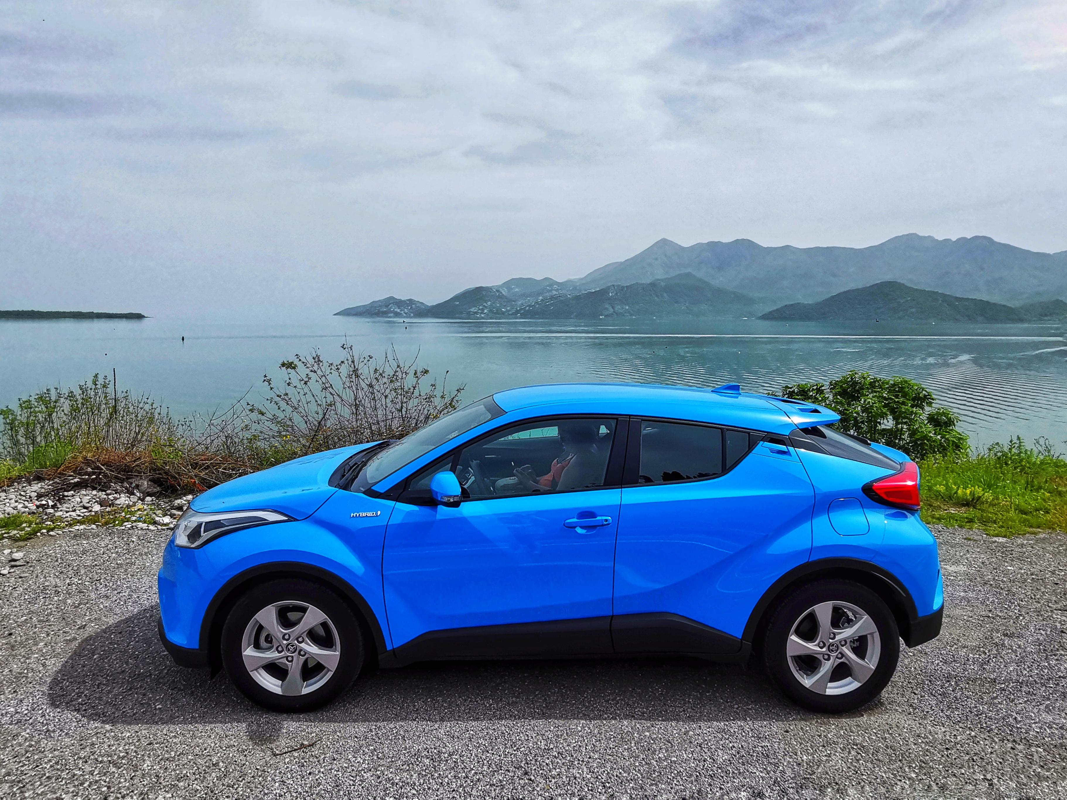 Тест-драйв Toyota C-HR: автомобиль для Инстаграма