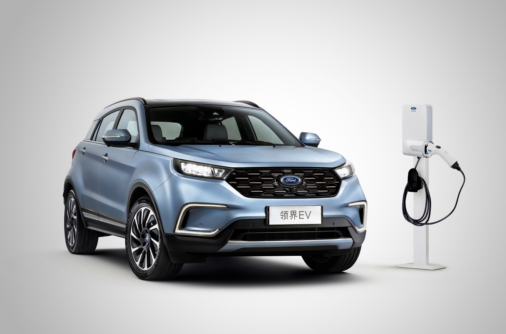 Ford представил в Китае электрический кроссовер