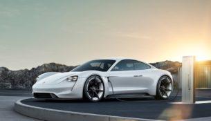Porsche показала интерьер нового Taycan