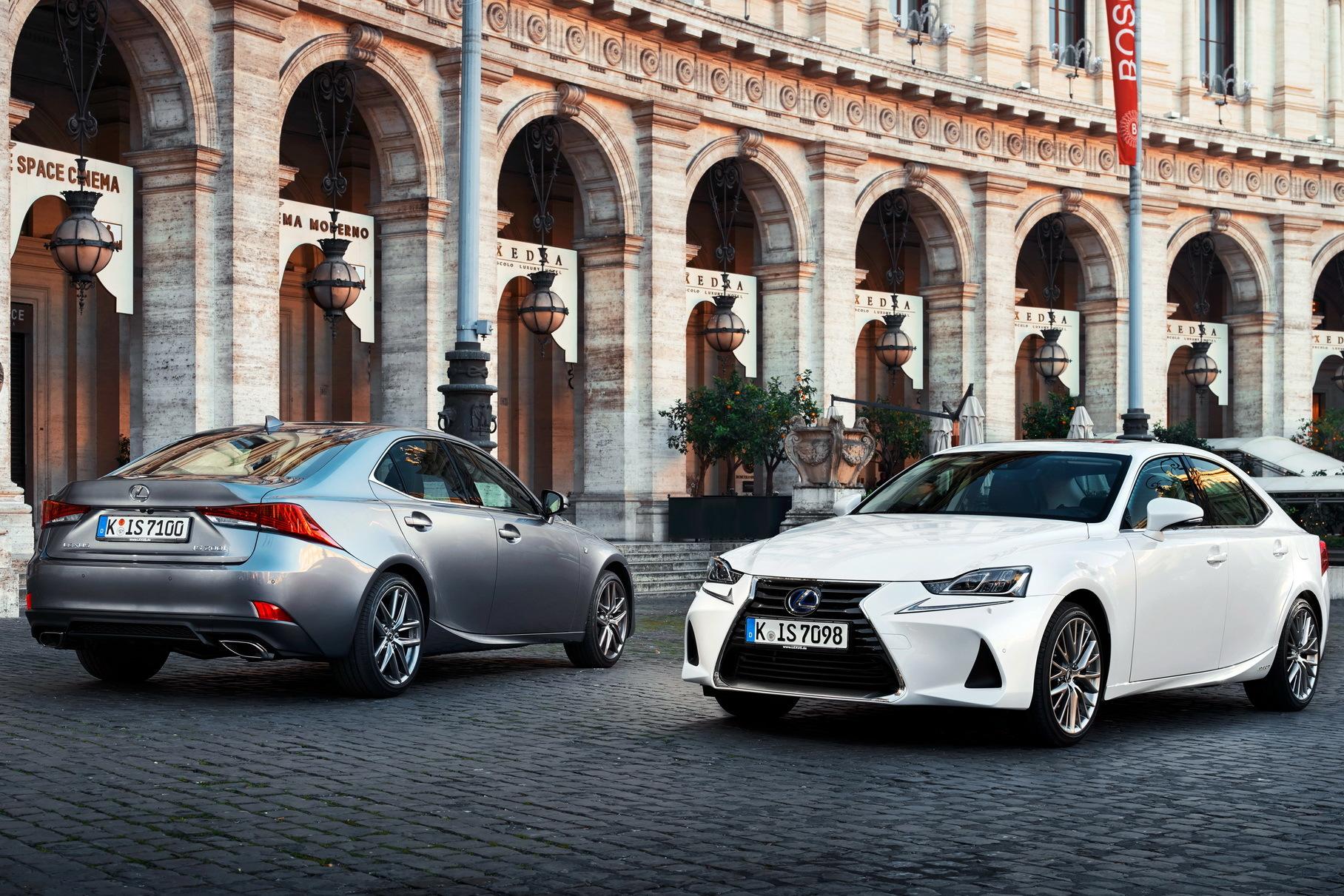 Lexus прекратил продажи IS в России
