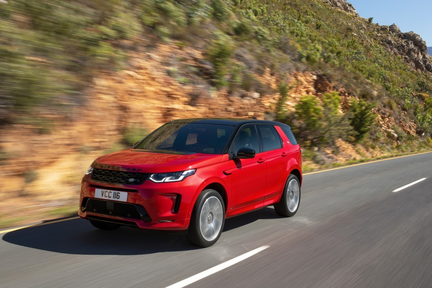 Land Rover начинает продажи нового Discovery Sport