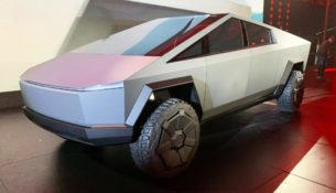 Tesla Cybertruck: будущее от Илона Маска