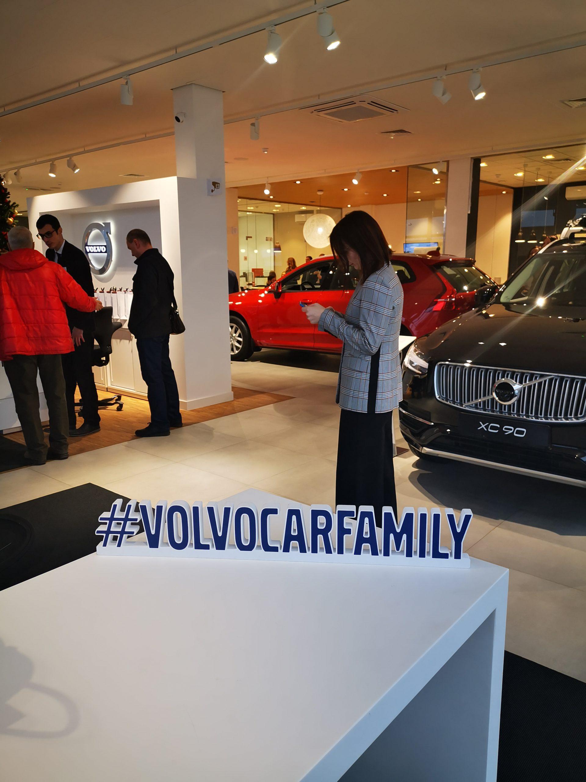 Первый автосалон Volvo Cars в Санкт-Петербурге открылся после обновления