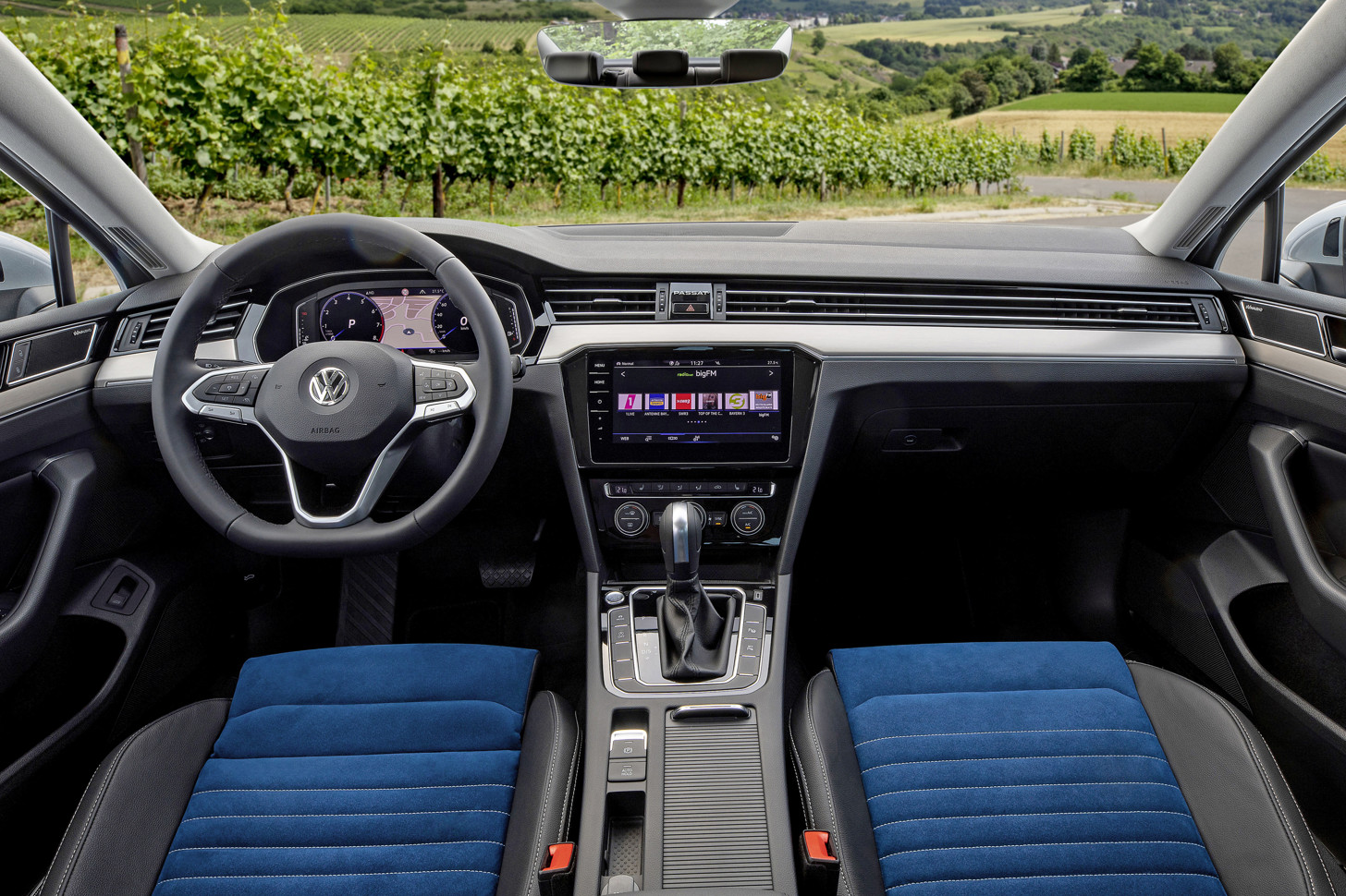 Объявлены российские комплектации VW Passat