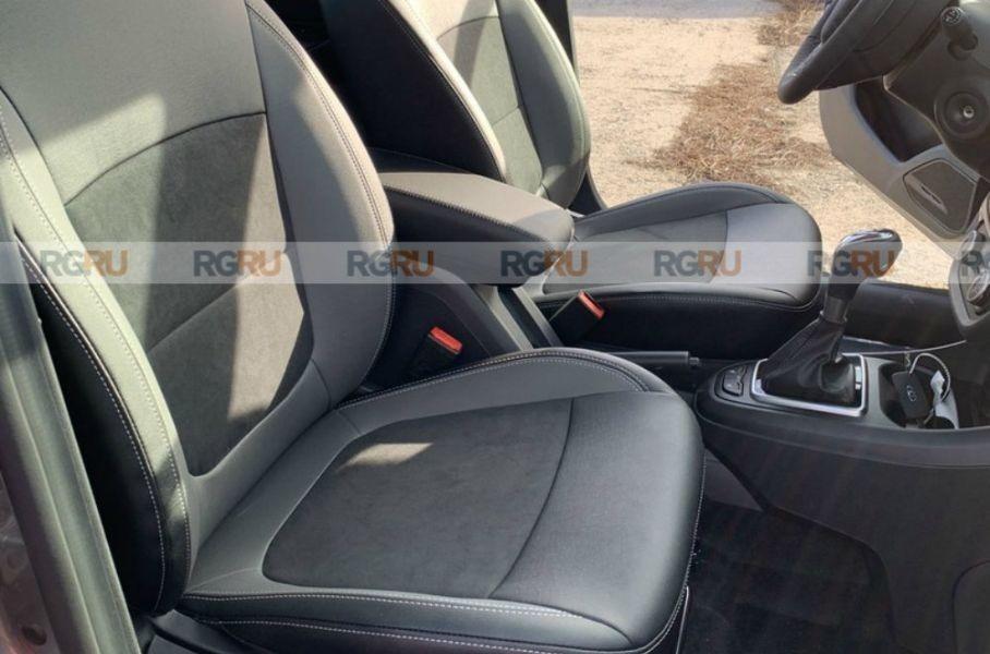 Появились фотографии Lada Vesta с новой обшивкой сидений