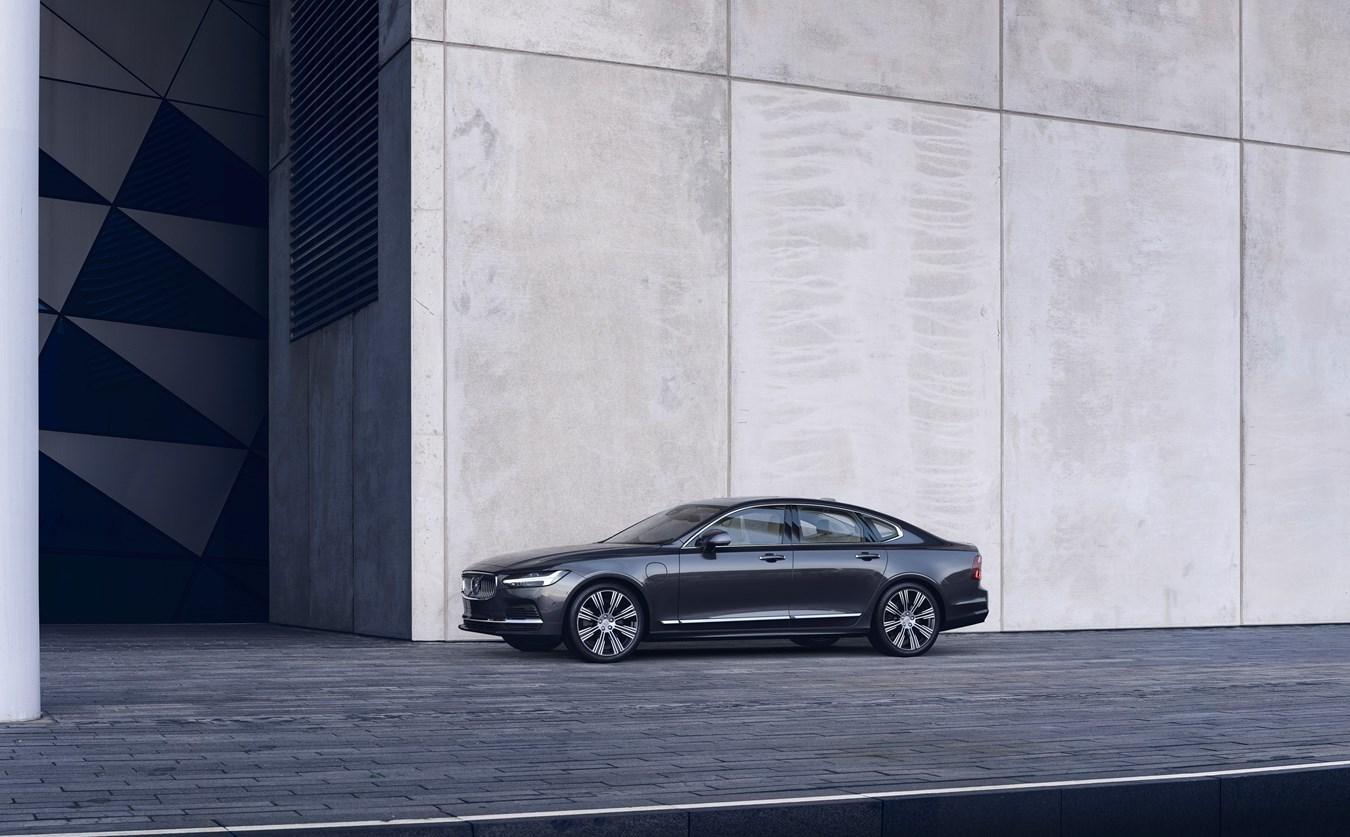 Volvo обновила в России две модели - S90 и V90 Cross Country