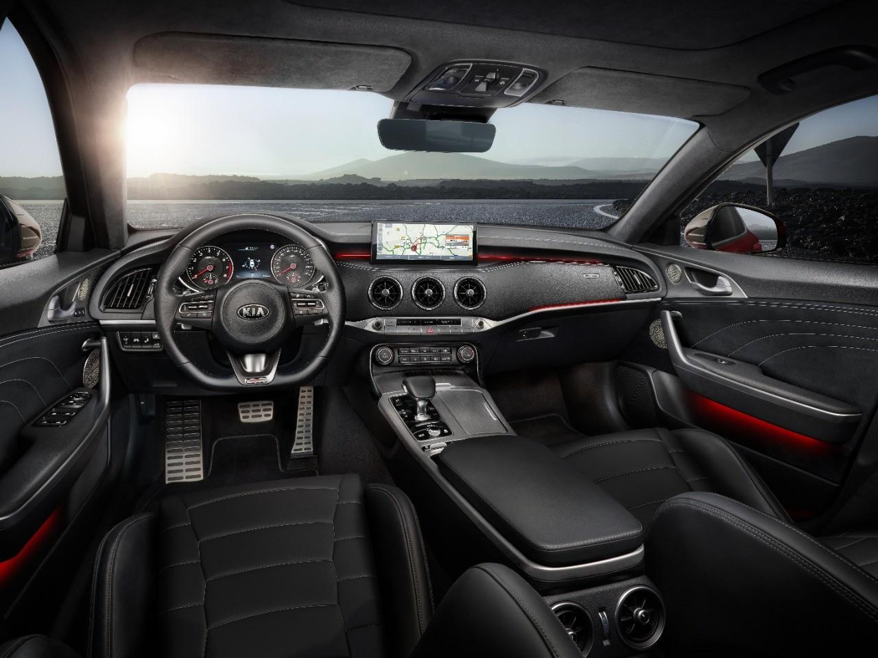 Раскрыты цены и комплектации нового Kia Stinger