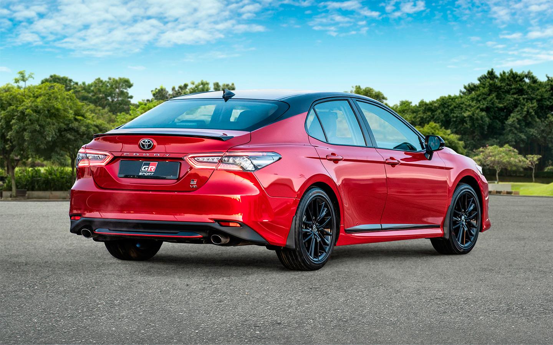 Toyota начала продажи новой Camry