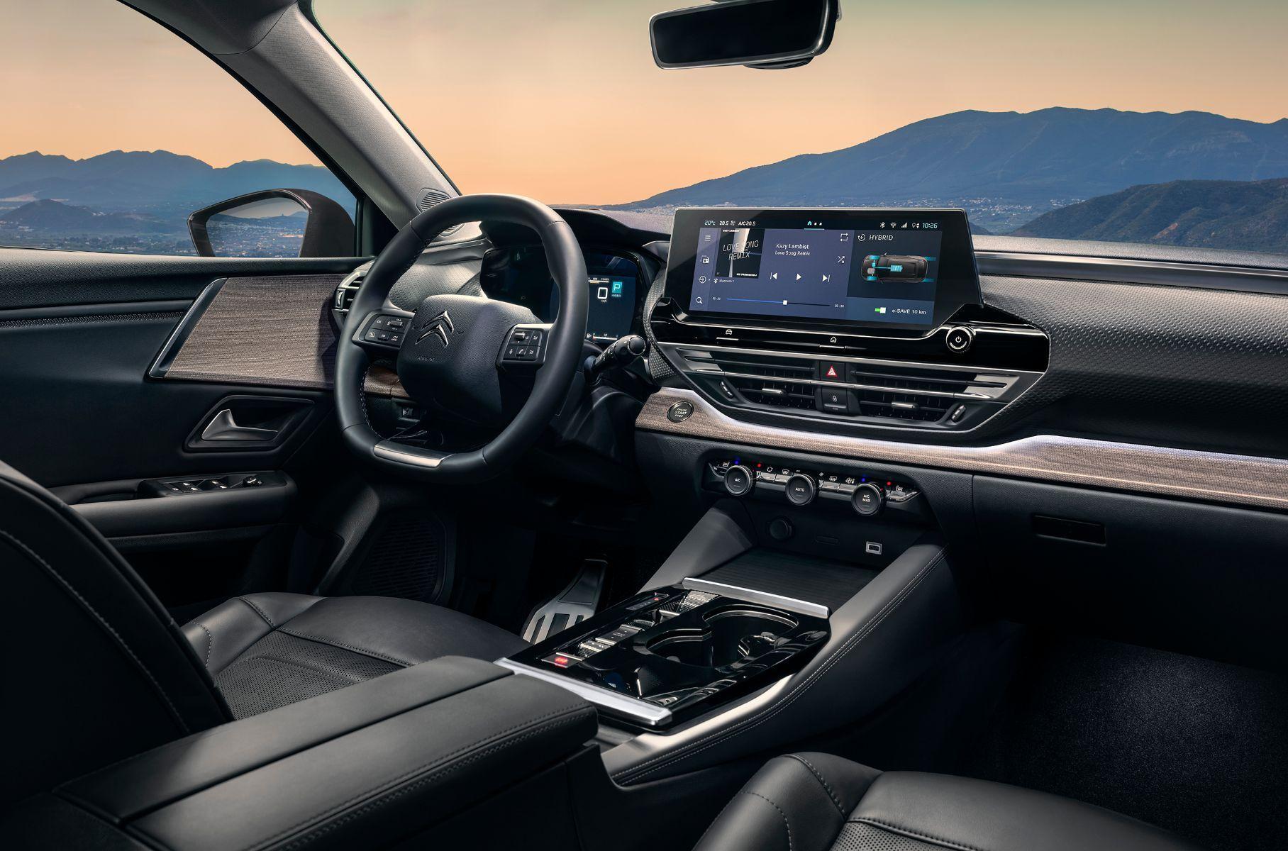 Citroen представил лифтбек-кроссовер C5 X