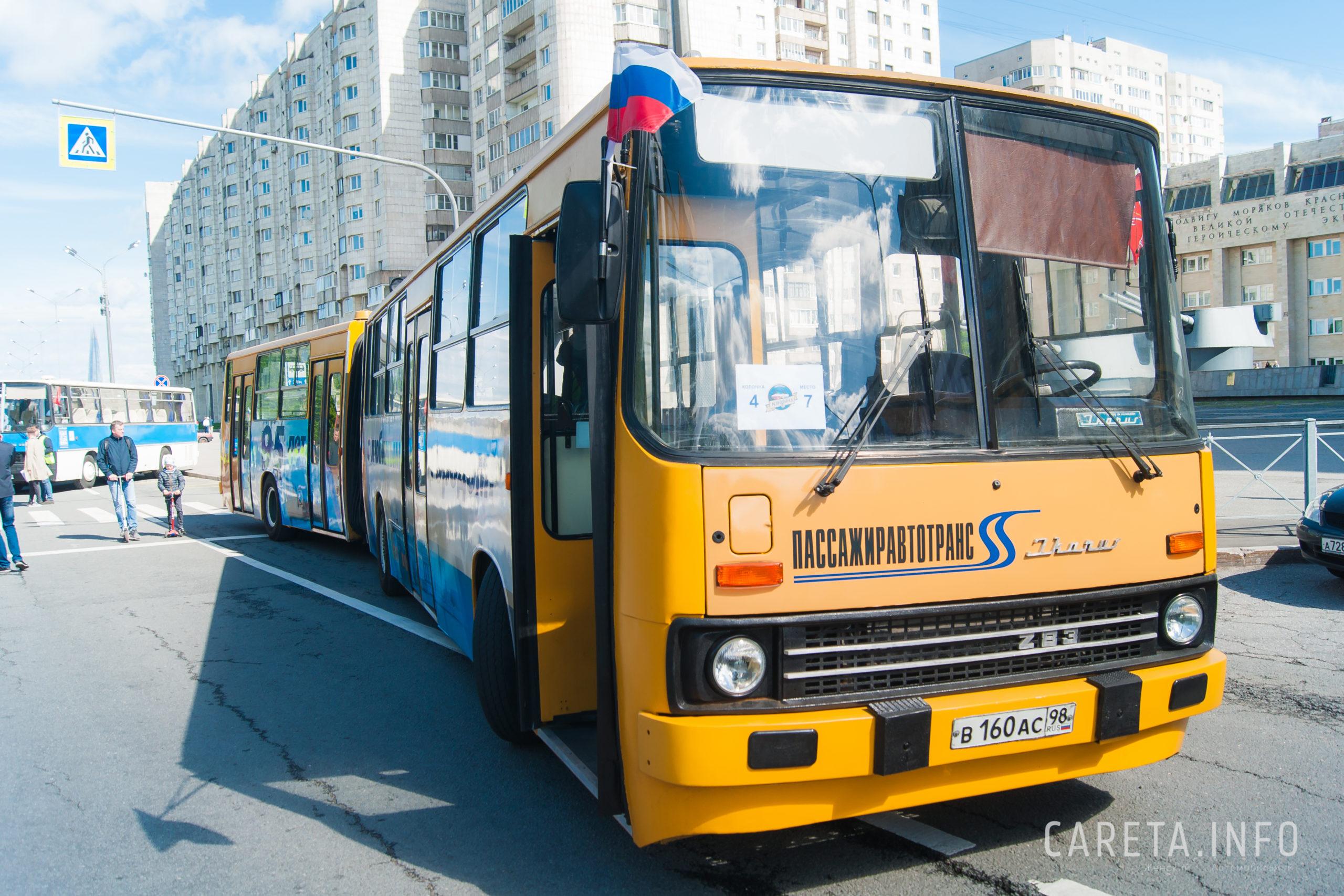 Парад ретро-транспорта прошел в Петербурге