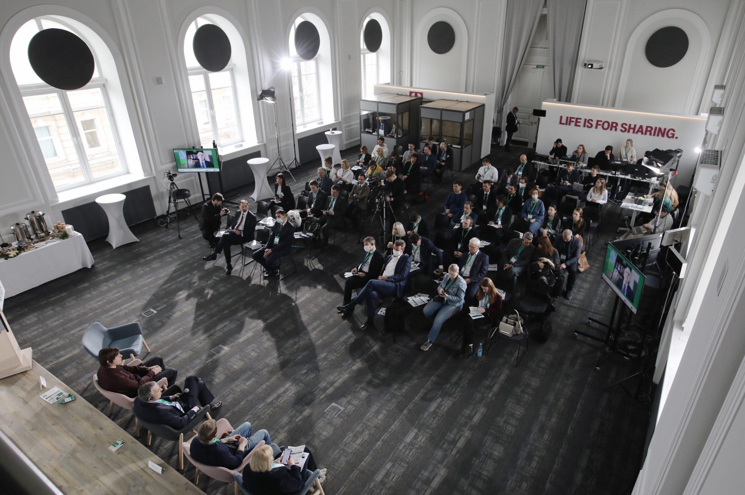 В СПб обсудили будущее автомобилестроения
