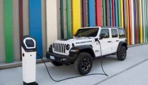 Jeep представила гибридную версию Wrangler